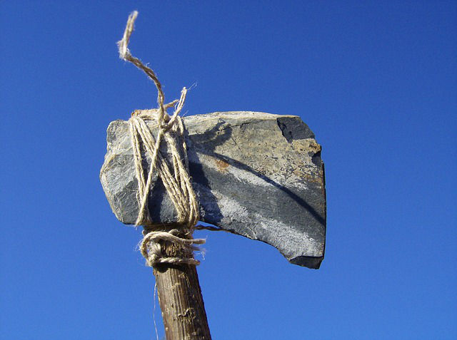 ascia-pietra-preistorica